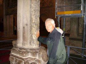 Ankunft in Santiago - in den Lebensbaum legen seit 900 Jahren die Pilger ihre Finger