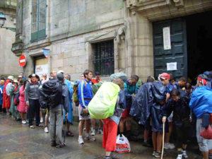 Santiago - Warteschlange für die Compostela-Pilgerurkunde